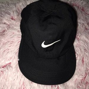 NIKE FEATHER LIGHT DRIFT HAT